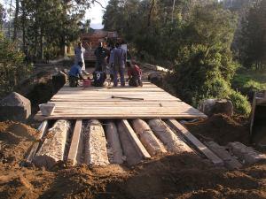 Consolidamento dell'impalcato del ponte sul Lukosi
