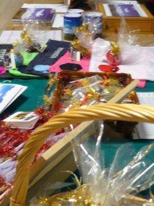 Il tavolo con le proposte natalizie di Solidarietà (e Cooperazione Senza Frontiere)