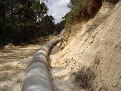 Foto 4: Progetto Idroelettrico Integrato, cantiere di Maguta (Tz): posa della condotta forzata 07 sett 2011